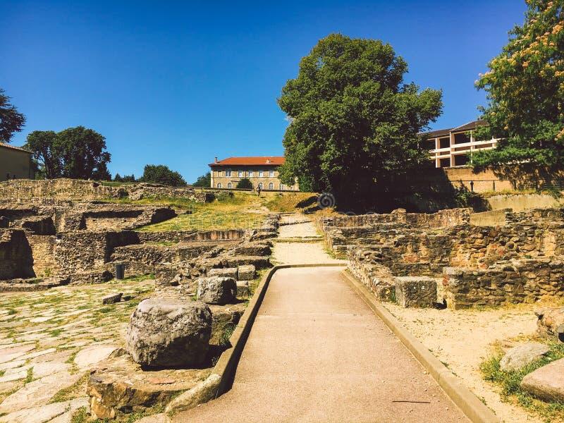 Lione, Francia Vista della zona archeologica del periodo antico sulla collina Fourviere fotografia stock libera da diritti