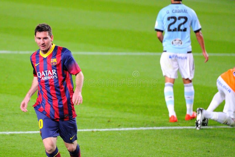 Lionel Messi (laissé), F argentin Le joueur de C Barcelone, célèbre son but contre le Celta Vigo chez Camp Nou photographie stock
