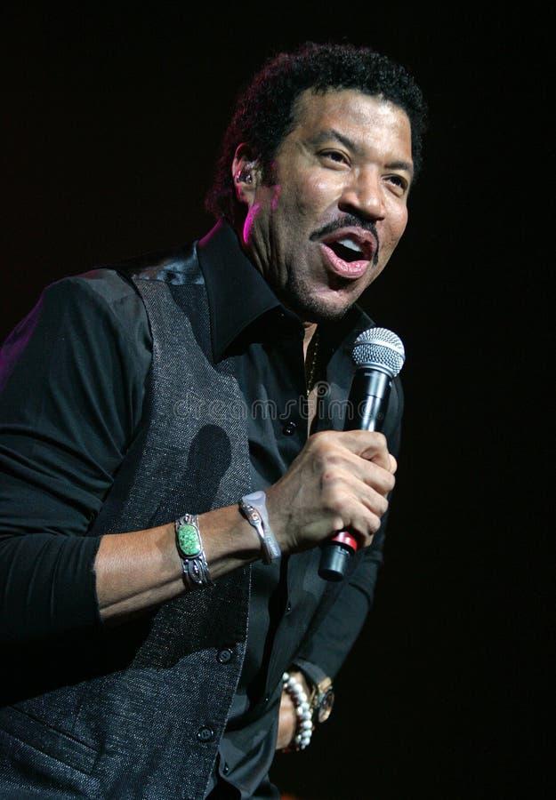 Lionel Richie exécute de concert image libre de droits
