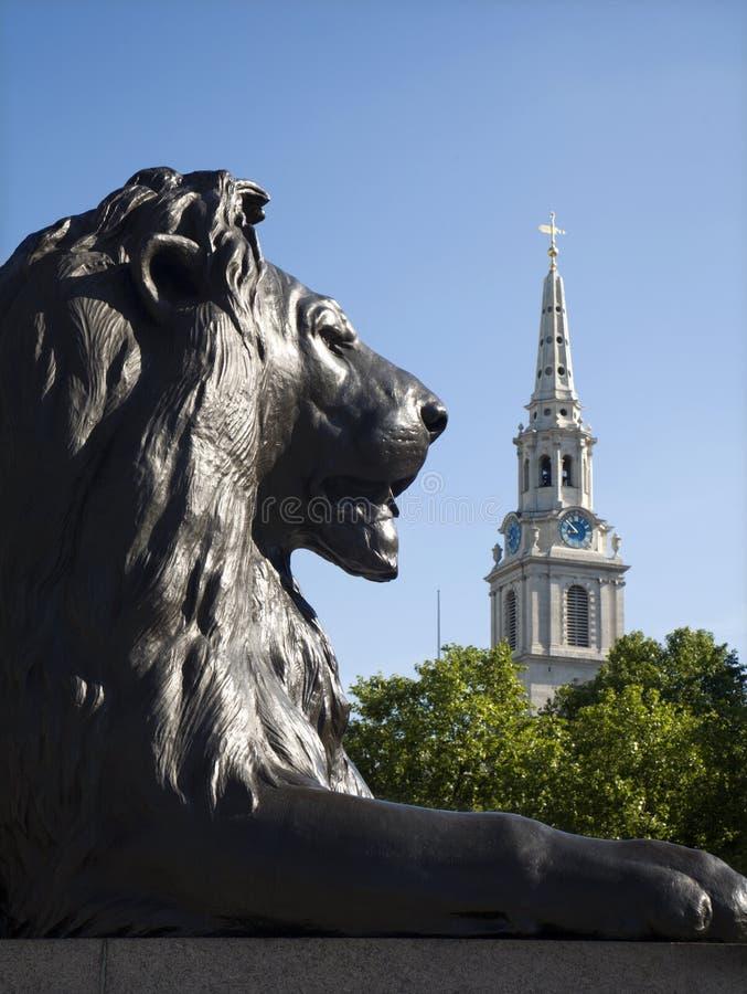 lionlondon minnesmärke nelson arkivbild