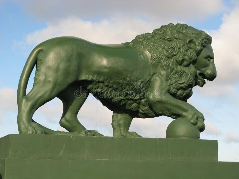 lionskulptur arkivbild