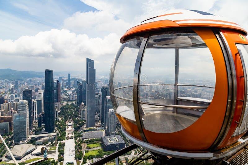 """Lipa 2017 †""""Guangzhou, Chiny - Gulgocze tramwaj na wierzchołku kantonu wierza w Guangzhou fotografia stock"""