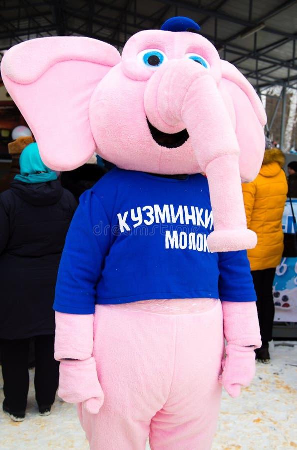 LIPETSK, RÚSSIA - 18 de fevereiro de 2018: Vestuário de um animal no feriado pagão do russo da semana da panqueca do feriado imagem de stock royalty free