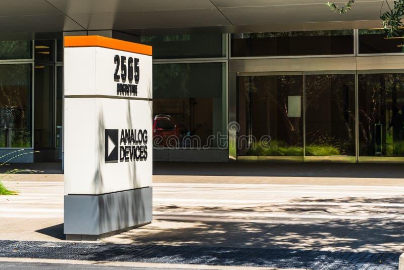 Lipiec 30, 2019 Santa Clara, CA, usa/- Analog Devices biura w Krzemowa Dolina; Analog Devices, Inc także znać jako ADI lub Analog obraz royalty free