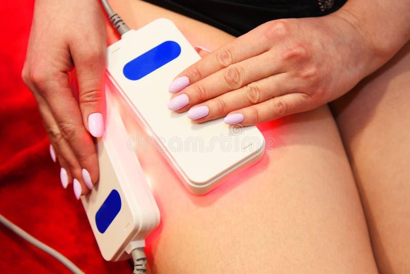 Lipo laser Narzędzia kosmetologia ciało opieki zdrowia spa nożna kobieta wody Non chirurgicznie ciało sculpting ciało obrysowywa  zdjęcie royalty free