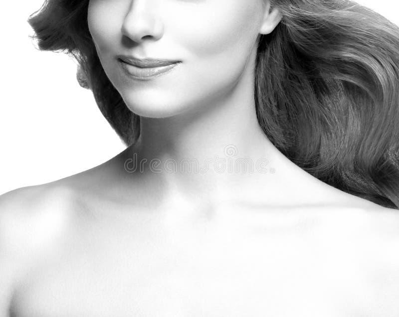 Lippen und cheen Junger schöner weiblicher Modellabschluß oben, werfend in der Schönheitsart auf Rebecca 6 bea stockfotografie
