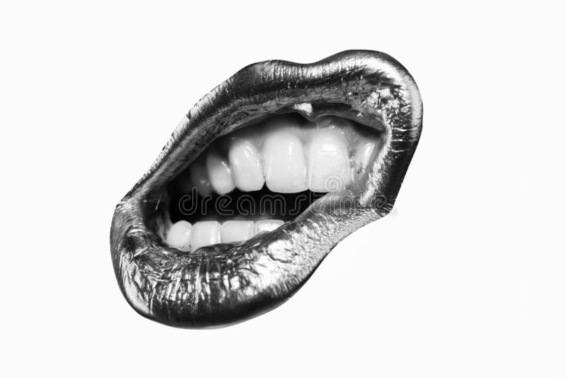 Lippenpictogram Gouden lippenstift in wit en zwart concept Sexy vrouw Hartstochtslip Open mond met witte tanden ge?soleerde stock afbeeldingen