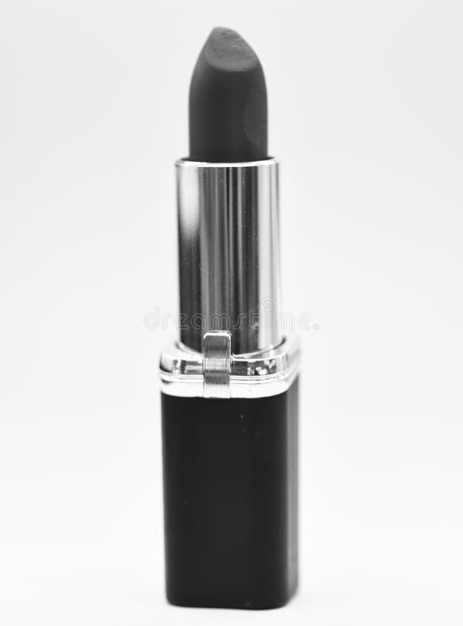 Lippensorgfaltkonzept Lippenstift auf wei?em Hintergrund Lippenstiftprodukt der hohen Qualit?t des Wassers best?ndiges Muss haben stockbild