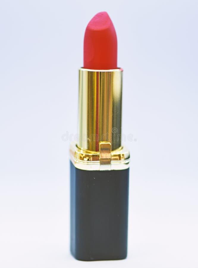 Lippensorgfaltkonzept Lippenstift auf wei?em Hintergrund Lippenstiftprodukt der hohen Qualit?t des Wassers best?ndiges Muss haben lizenzfreie stockbilder