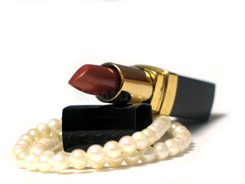 Download Lippenstift en Parels stock foto. Afbeelding bestaande uit lippenstift - 42688