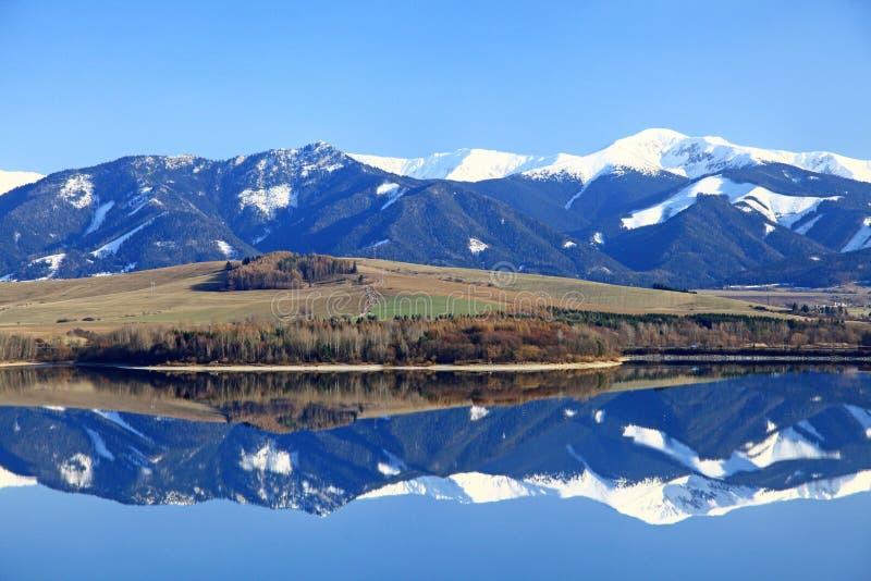 Liptovska Mara - λεκάνη νερού στην περιοχή Liptov στοκ εικόνες