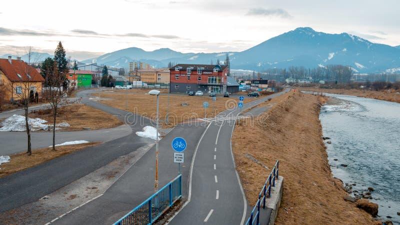 Liptovsky Mikulas Ville de la Slovaquie avec la rivière l'hiver photographie stock
