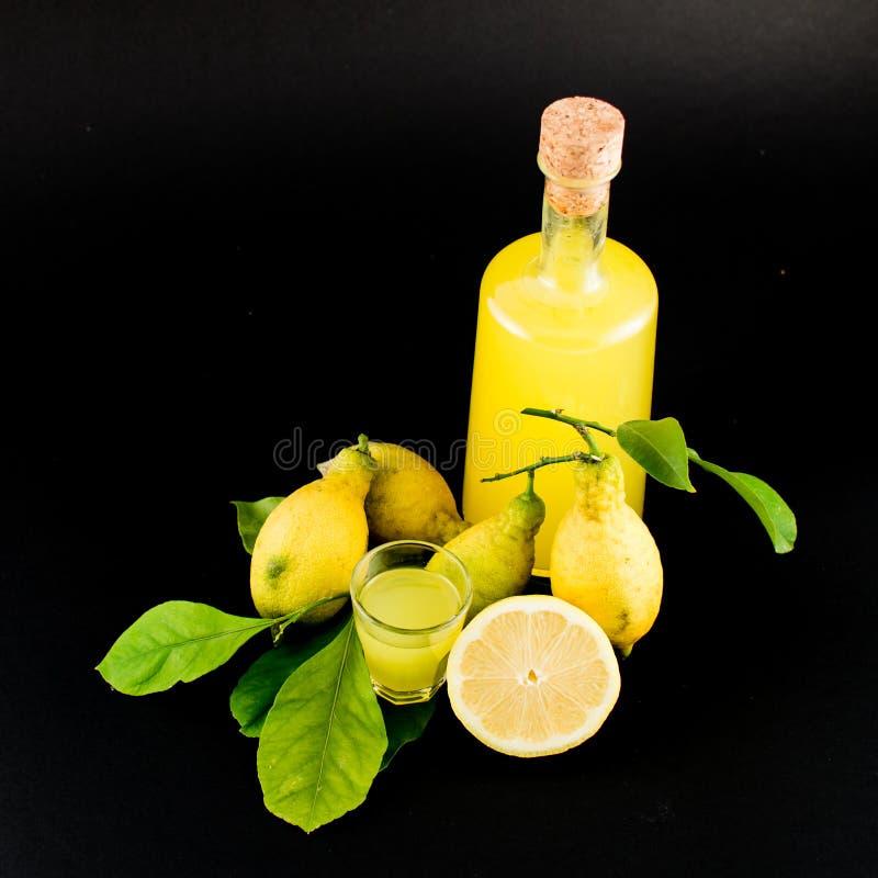 Liqour de citron (limoncello) photos libres de droits