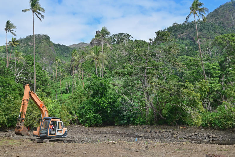 Liquidación del bosque o siendo registrado abajo de debido al desarrollo en el país del tercer mundo tropical
