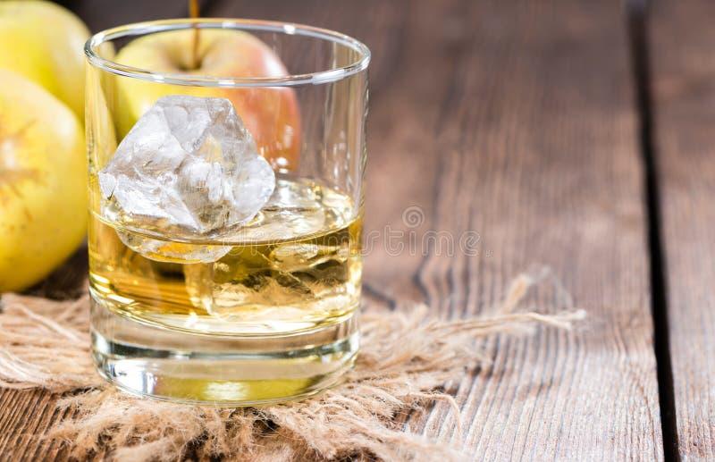 Liquore di Apple in un vetro immagine stock libera da diritti