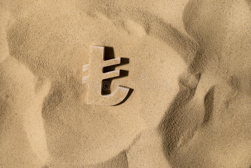 Lira symbol Pod piaskiem zdjęcie stock