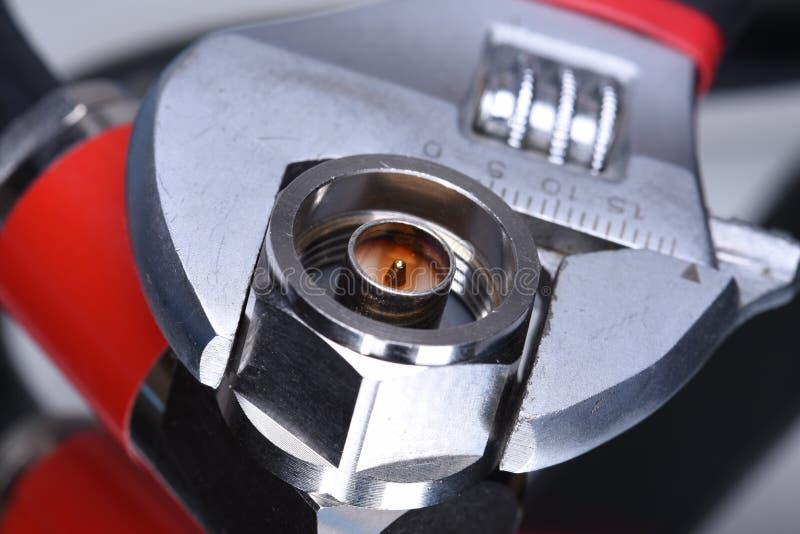 Lirka kontaktdonet med hjälpmedelskiftnyckeln, koaxial nätverksteknologi royaltyfri fotografi