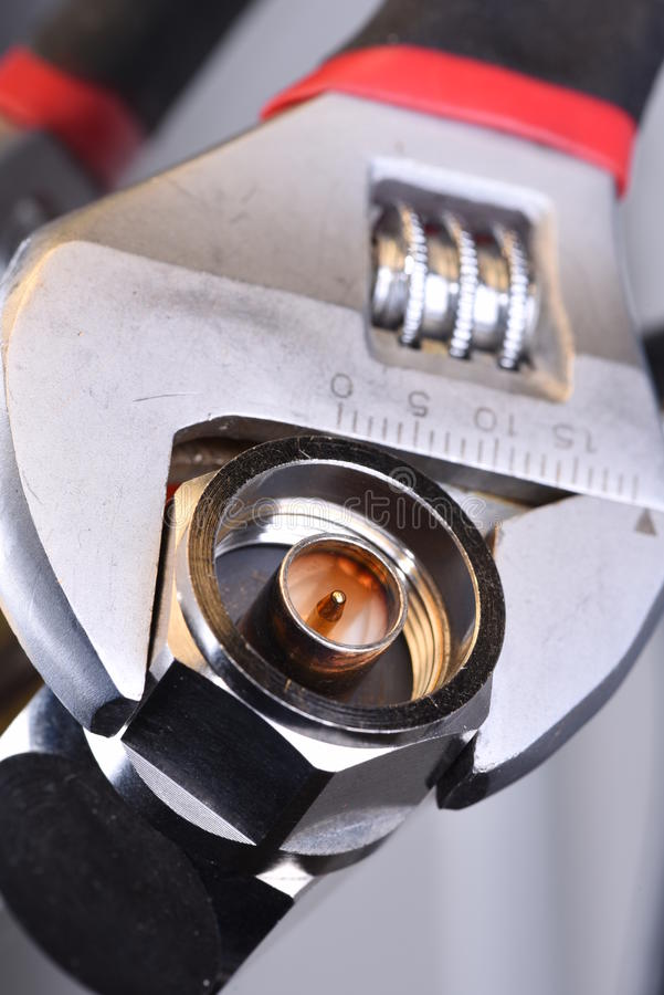 Lirka kontaktdonet med hjälpmedelskiftnyckeln, koaxial nätverksteknologi royaltyfri bild