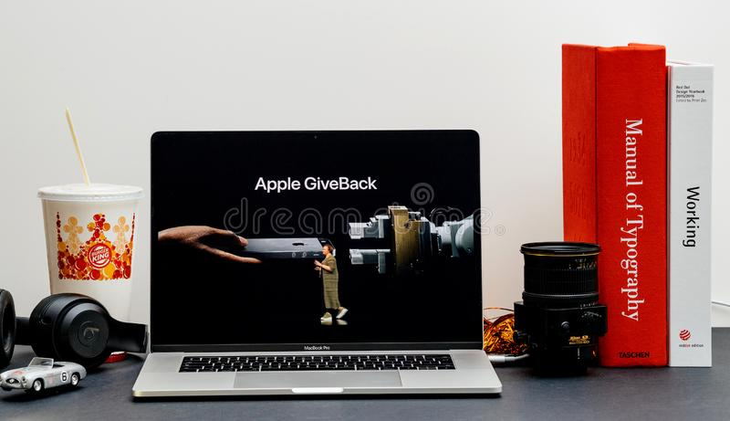 Lisa Jackson on stage to talk environmental friendliness of new. London - September 13, 2018: Apple Computers internet website on 15 inch 2018 MacBook Retina in stock photos