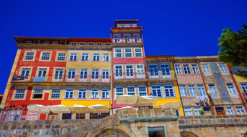 Lisabon五颜六色的房子 免版税库存图片