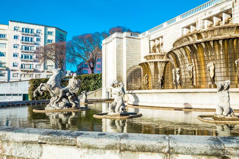 Lisboa, Fonte Luminosa en el jardín Alameda Dom Afonso Henriques imagen de archivo
