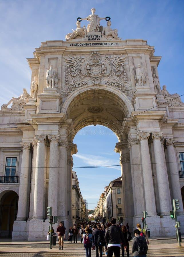 Lisboa, Portugal: Arco e o Rua aglomerado Augusta foto de stock