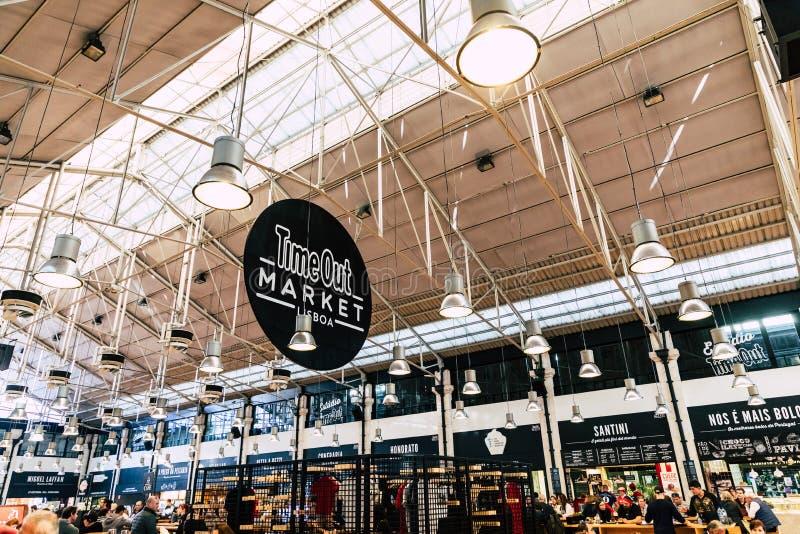 LISBOA, PORTUGAL - 19 DE JANEIRO DE 2018: O mercado Mercado a Dinamarca do alimento marca imagens de stock royalty free