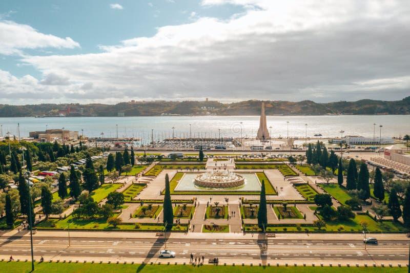 Lisboa, Portugal - 27 de junio de 2018: Vista aérea del monumento de los descubrimientos fotos de archivo