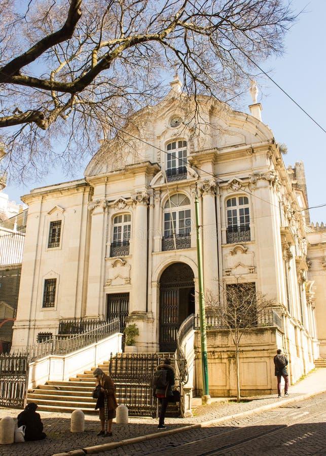 Lisboa, Portugal: Escadas e fachada principal da igreja do NIO do ³ de Santo Antà fotografia de stock royalty free