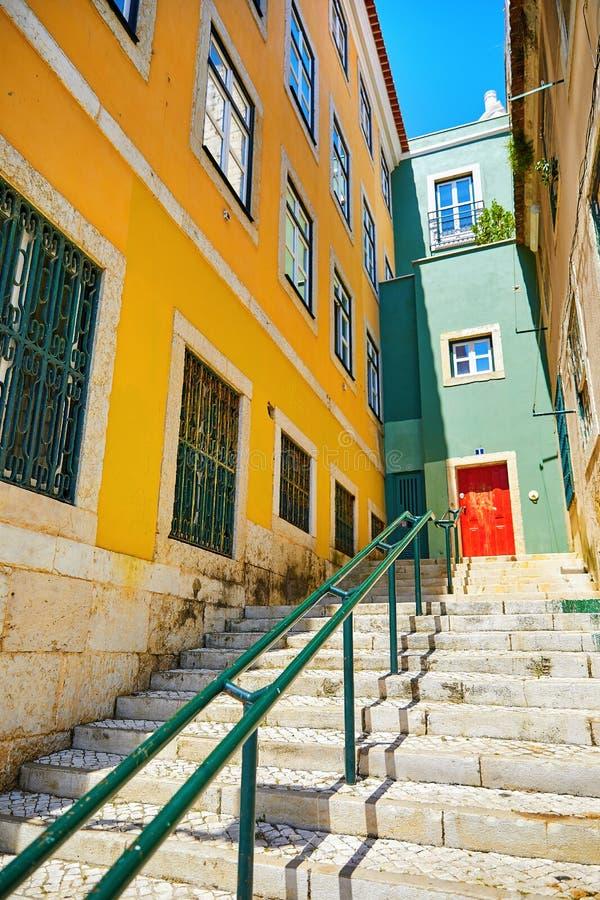 Lisboa, Portugal Escaleras de piedra con las verjas fotos de archivo libres de regalías