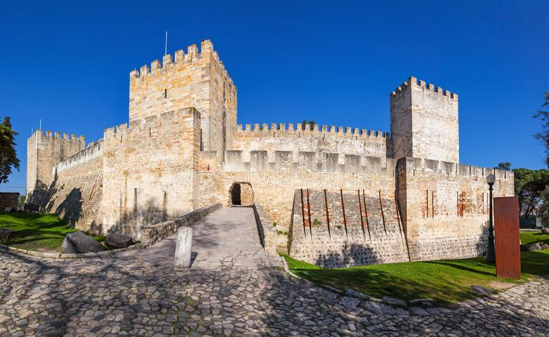 Lisboa, Portugal - santo George Castle de Castelo de Sao Jorge aka Entrada del Castelejo fotos de archivo
