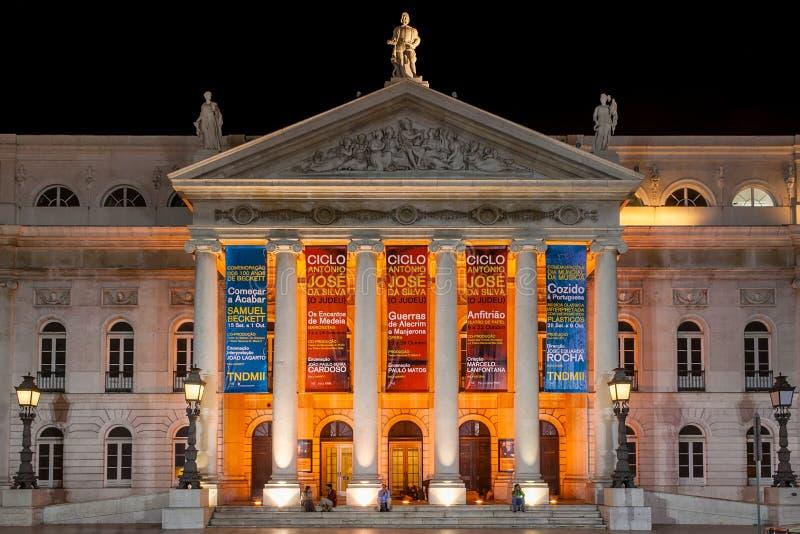 Lisboa, Portugal: Teatro nacional de Dona Maria II no quadrado aka Rossio de Dom Pedro IV imagem de stock royalty free