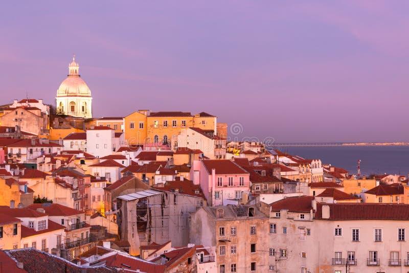 Lisboa velha no por do sol imagem de stock