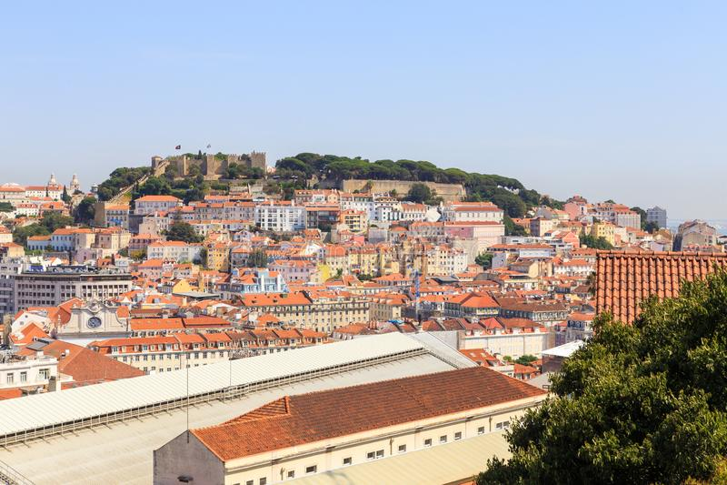 Lisboa y São Jorge Castle imágenes de archivo libres de regalías