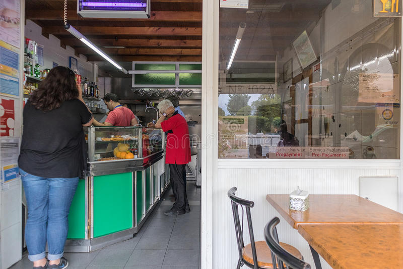 LISBON/PORTUGAL - 27 2017 JUN - Typowa Portugalska kawa znać obraz royalty free