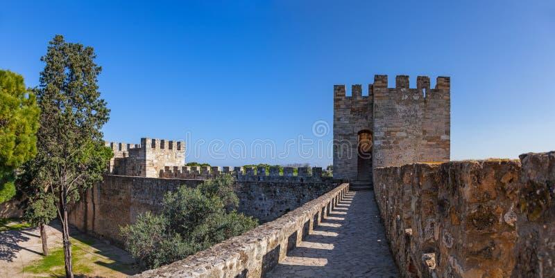 Lisbon Portugalia, Castelo De Sao Jorge, - aka świętego George kasztel Defensyw ściany fotografia stock