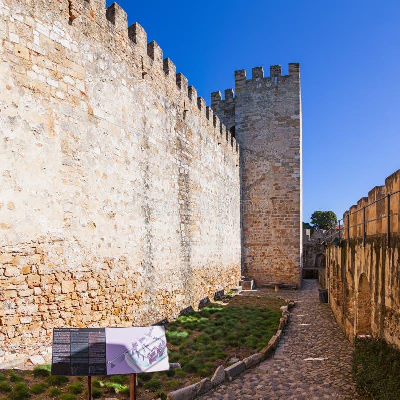 Lisbon Portugalia, Castelo De Sao Jorge, - aka świętego George kasztel Defensyw ściany z widokiem wallwalk obrazy stock