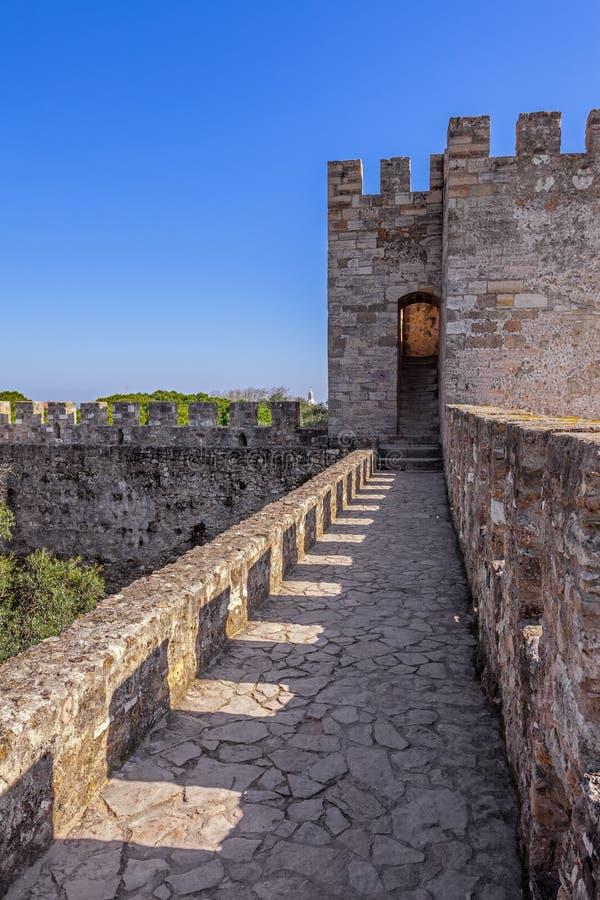 Lisbon Portugalia, Castelo De Sao Jorge, - aka świętego George kasztel Defensyw ściany z widokiem wallwalk obraz stock