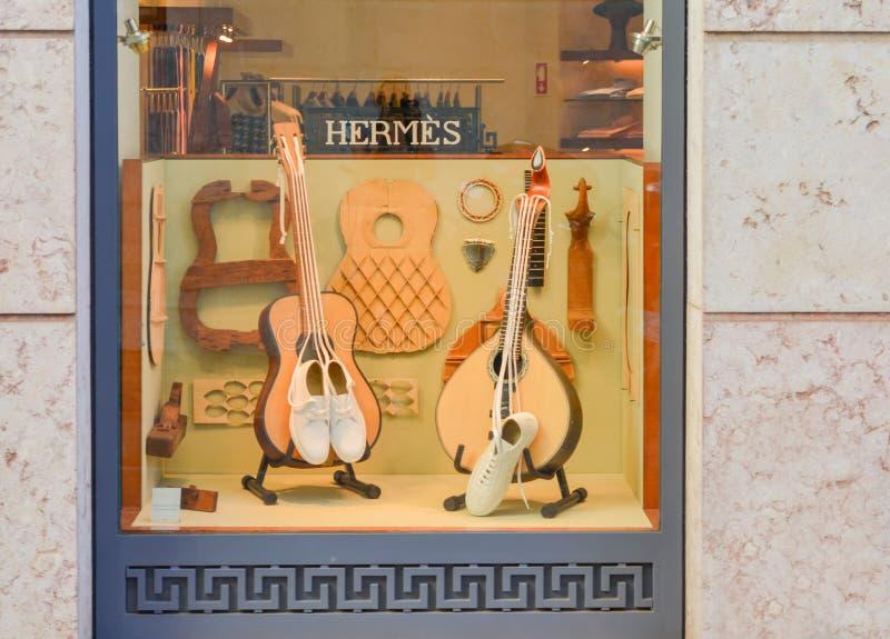 Lisbon Portugalia, Sierpień, - 05, 2017: Hermes Przechuje sławnego francuskiego luksusowego gatunek zdjęcia royalty free