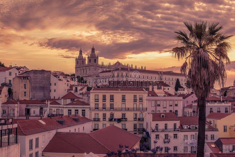 Lisbon, Portugalia: widok z lotu ptaka stary miasteczko, Alfama obrazy royalty free