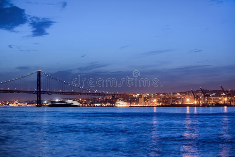 Lisbon Rzeczny widok przy nocą obrazy stock