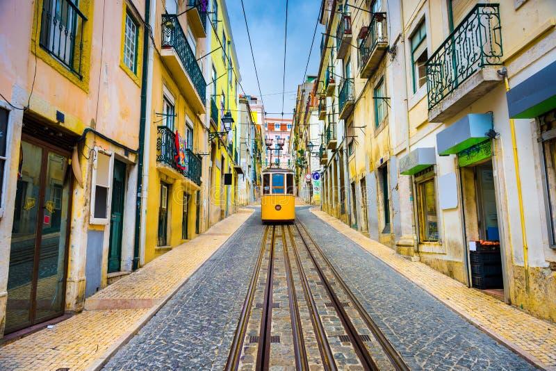 Lisbon tramwaj i aleja zdjęcia stock