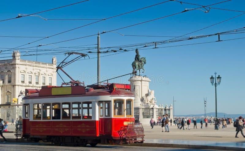 Lisbon tramwaj w Pracie robi Comercio okręgu, Lisbon zdjęcie stock