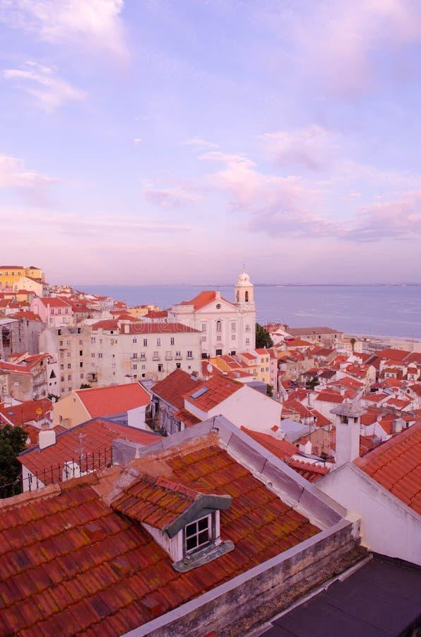 Lisbona, morbidamente tramonto viola fotografia stock