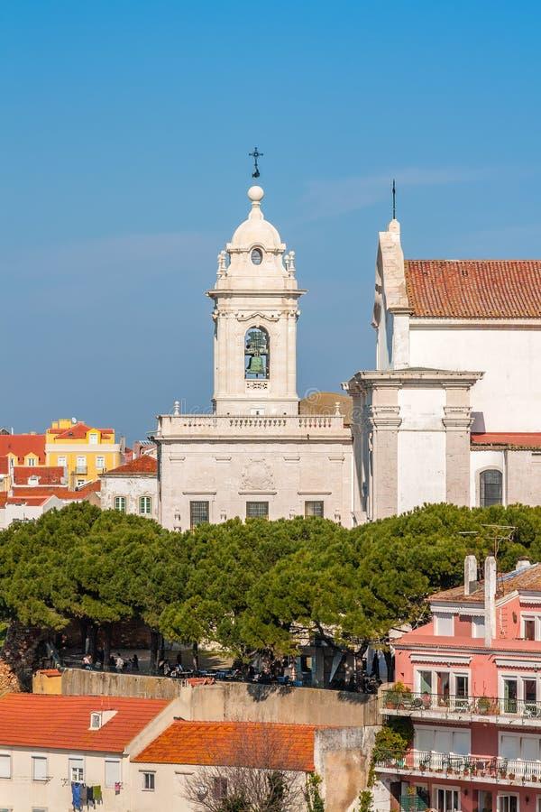 Lisbona, Portogallo Graca Church e convento e Sophia de Mello Breyner Andresen Viewpoint immagine stock libera da diritti