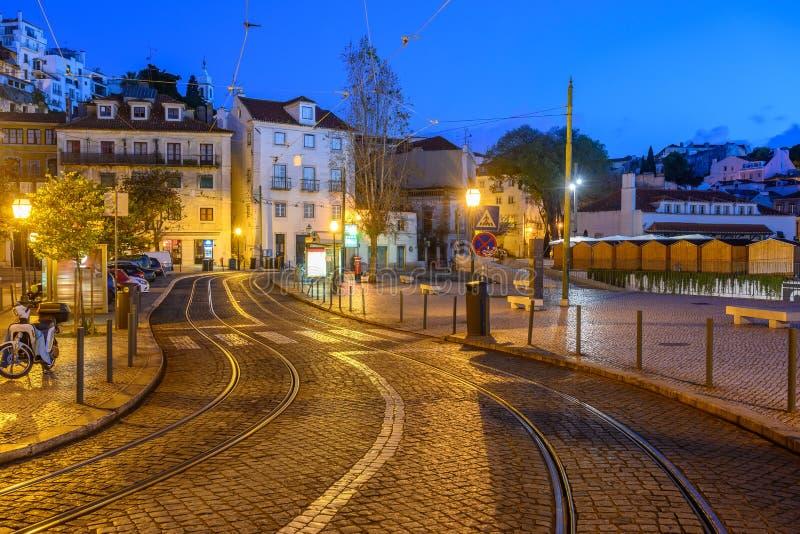 Lisbonne nuit Portugal dans le quartier de Lisbonne Alfama images stock