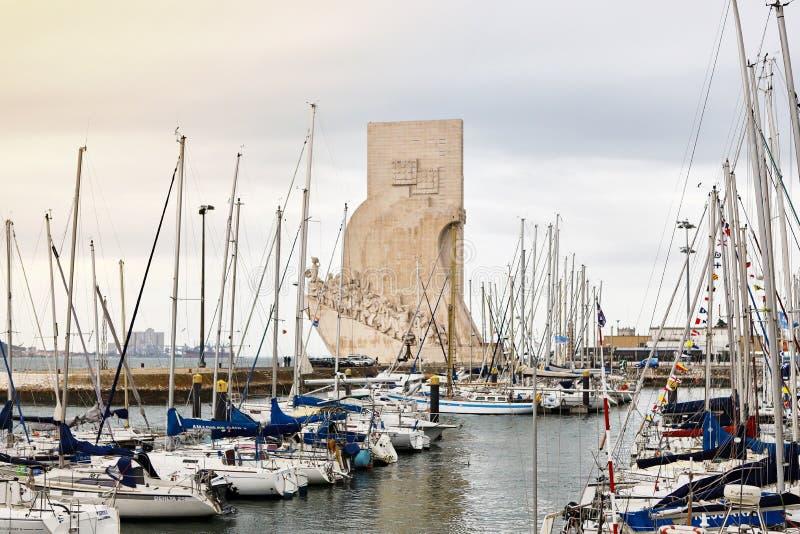 LISBONNE, PORTUGAL - 12 décembre 2018 : Yachts au repos au port de Doca De Belem au centre de la ville de Lisbonne au Portugal photos libres de droits
