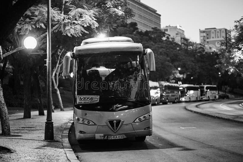 Lisbonne, Portugal - janvier 2018 Une grande marque Volvo d'autobus de touristes dans un parking au centre de la ville près du ré photographie stock