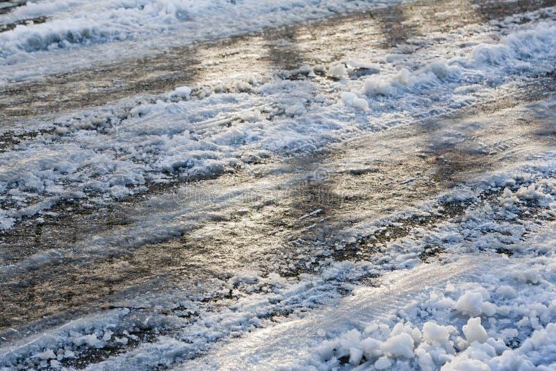 Download Śliska droga w zimie obraz stock. Obraz złożonej z śliski - 53784385