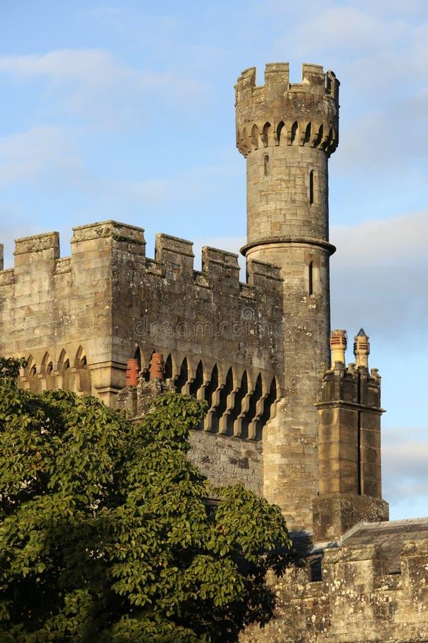 Lismore slott som beskådas från Blackwaterfloden, Co Waterford, Munster landskap, Irland arkivbild